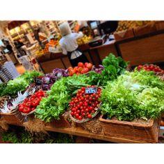 L'ortofrutta Eataly #ortofrutta #eatalysmeraldo #verdura #ortaggi #colori #colors #fashion #top #vimini #hastag #social_network #pinterest #twitter #instagram #facebook #tumblr #foursquare #cibo #food #it #italy #milan #milano #instafood #instagood #instamoment #instafoodapp #instafashion #foto #photo #iphone #piazza #xxv_aprile #scatto #hastag #kiss