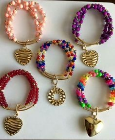 Many people feel overwhelmed when they are buying jewelry for the first time. They know that it is an investment and want to make sure that they are paying a fair price and getting a quality piece of jewelry. Seed Bead Jewelry, Bead Jewellery, Beaded Jewelry, Fashion Bracelets, Jewelry Bracelets, Fashion Jewelry, Diy Crafts Jewelry, Handmade Jewelry Designs, Homemade Jewelry