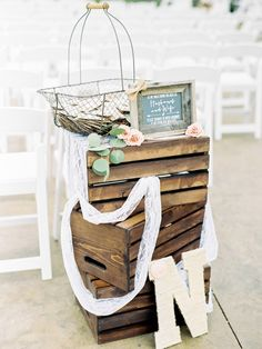 rustic wood pallet and lace wedding decor ideas