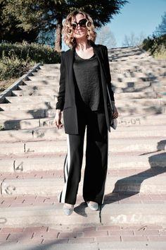 http://www.diseneitorforever.es/pantalon-raya-side-stripe-black-white/ #fashion #look #outfit #spring #blogger