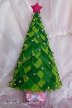 62 Ideas For Christmas Tree Crafts Natal Christmas Tree Crafts, Felt Christmas, Xmas Tree, Christmas Projects, Christmas Tree Decorations, Holiday Crafts, Christmas Holidays, Christmas Ornaments, Felt Ornaments