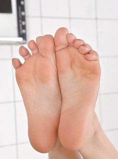 Feet Soles, Women's Feet, Girl Soles, Gorgeous Feet, Beautiful, Soft Feet, Foot Toe, Cute Toes, Sexy Toes