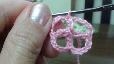 Quadrado de crochê, #5 (anel mágico e 1ª carreira) http://liascrochet.blogspot.com.br/2017/02/quadrado-de-croche-numero-05.html