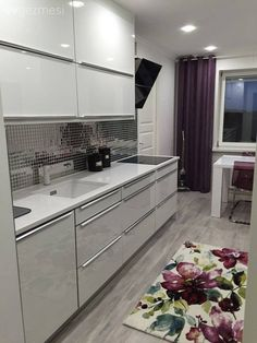 Seda hanımın mor vurgulu, şık ve modern mutfağı. Classic Kitchen, New Kitchen, Awesome Kitchen, Kitchen Interior, Kitchen Decor, High Gloss Kitchen, Western Kitchen, Style Minimaliste, White Kitchen Cabinets