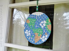 Earth Day is April so now is a great time to teach your kids about the importance of recycling, keeping the earth clean, and making responsible environmental decisions. To celebrate Earth Day, we are going to make this mosaic. Earth Day Activities, Art Activities For Kids, Art For Kids, Spring Activities, Stem Activities, Earth Craft, Earth Day Crafts, Crafts To Make, Crafts For Kids