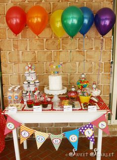 i like the simple ballons above the table, dessert tables are a good thing, everyone does them with bunting in front or on the wall..easy way to pull everything together and make it look really profesional....maggie is 3 right?