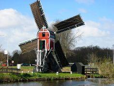 Wipmolen, de Kikkermolen uit 1752, voor de kikkerpolder, Leiden, De zeer kleine molen (de kleinste wipmolen in het land) met een vlucht van 12,64 m is eigendom van de gemeente Leiden.