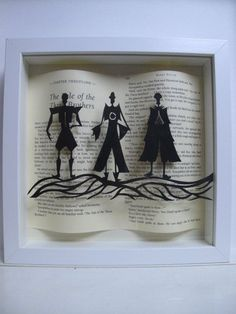 The Three Brothers - WHITE frame. Harry Potter gift - book lovers gift, DIY and Crafts, The Three Brothers - Harry Potter framed art - paper cutting - Harry Potter gift - book lovers gift by PaversPaper on Etsy. Deco Noel Harry Potter, Harry Potter Navidad, Cadeau Harry Potter, Harry Potter Weihnachten, Harry Potter Bricolage, Décoration Harry Potter, Harry Potter Bedroom, Anniversaire Harry Potter, Harry Potter Christmas