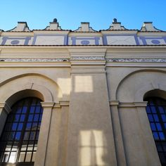 Zamość Synagogue was built between 1610 and 1618 in the style of so-called Lublin Renaissance. The first Jews settled in Zamość in 1588, eight years after the founding of the town by Chancellor Jan Zamoyski. They were Sephardi coming from the Ottoman Empire and Venice and consequently established the northernmost Sephardi community in Central and Eastern Europe. © Marcin Latka #17thcentury #artinpl #zamosc #synagogue #1610 #1618 #lublinrenaissance #jews #sephardi Central And Eastern Europe, Ottoman Empire, 17th Century, Venice, Renaissance, Louvre, Community, Mansions, House Styles