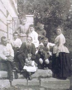 Л.Н.Толстой с семьей. 1887 год