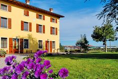 Agriturismo Trebis - Volta Mantovana ... Garda Lake, Lago di Garda, Gardasee, Lake Garda, Lac de Garde, Gardameer, Gardasøen, Jezioro Garda, Gardské Jezero, אגם גארדה, Озеро Гарда ... Welcome to Farm HolidayAgriturismo Trebis Volta Mantovana. A charming farmhouse in the countryside, surrounded by Garda hills, offers accommodation incomfortable and pleasant rooms equipped with innovative systems for air conditioning and heatingwith zero environmental