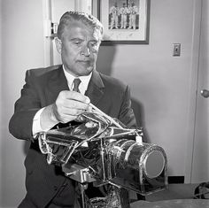 Wernher von Braun inspects the RCA Moon TV camera of Apollo 15 mission. Moon Missions, Apollo Missions, Apollo Space Program, Nasa Photos, Space Projects, Astronauts In Space, Space Museum, International Space Station, Moon Landing