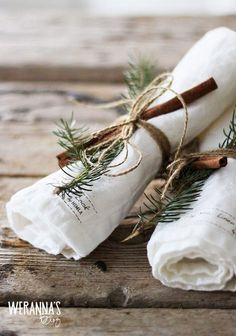 Check Out 21 Cool Rustic Christmas Table Settings. Rustic Christmas style is a very cozy one, it's inspiring and inviting. Noel Christmas, Green Christmas, Country Christmas, Winter Christmas, Simple Christmas, Christmas Mantles, Scandinavian Christmas, Vintage Christmas, Magical Christmas