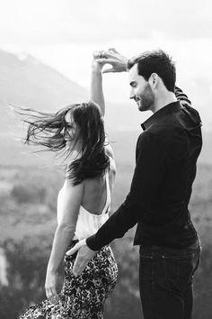 Gosto mesmo de quem se permite. De quem se expressa sem excesso de culpa. Gosto de quem se respeita e mais ainda de quem respeita o tempo e o espaço do outro. Gosto de gente que se arrisca, cai e levanta sorrindo. Gosto de quem veste a humildade e não atropela o outro pra crescer. Gosto de gente de verdade.