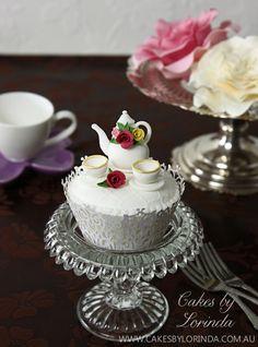 Miniature Teapot Cupcakes by Lorinda / http://www.cakesbylorinda.com.au/