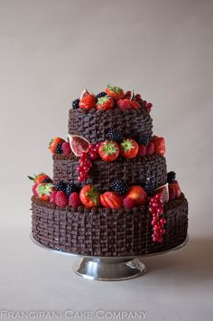 Here is a 3 tier chocolate wedding cake that is a little different to the usual ones. This is perfect for an Autumn wedding with the smooth chocolate ganache complimented by the fresh juicy berries.