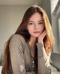 Mackenzie Foy, Lily Maymac, Belleza Natural, Beautiful Actresses, Girl Photos, Beauty Women, Pure Beauty, Long Hair Styles, Instagram Posts