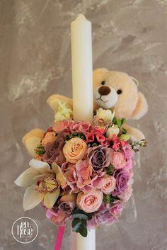 Lumanare de botez pentru fetite cu ursulet O lumnare de botez pe care am decorat-o special pentru o fetita, in nuante dulci de lila si roz,