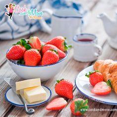 Incluya la fresa en tus desayunos pues por si sola  tienen un gran poder antioxidante que mantiene la salud de las células, aportan como antiinflamatorio. Más información en mi blog www.cookandmove.com  #desayunossaludables #CookandMove