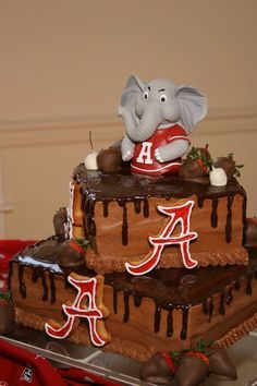<--- this would have to be a Michigan State University themed cake, not Bama. Alabama Cake for Grooms Table. Alabama Grooms Cake, Alabama Cakes, Grooms Cake Tables, Groom Cake, Beautiful Cakes, Amazing Cakes, Occasion Cakes, Cute Cakes, Themed Cakes