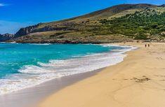 Mit dem feinem Sandstrand gilt Cala Mesquida unter Mallorca-Liebhabern als eine der schönsten Buchten der Insel. Sie grenzt an ein Naturschutzgebiet mit seltenen Vogelarten. Cala Mesquida gehört zur Gemeinde Capdepera.