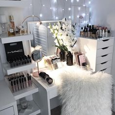 Bedroom Storage Makeup Vanity Room Ideas For 2019 Makeup Vanity Case, Bedroom Makeup Vanity, Vanity Room, Makeup Rooms, Makeup Vanities, Diy Vanity, Ikea Makeup, Ikea Vanity, Small Vanity