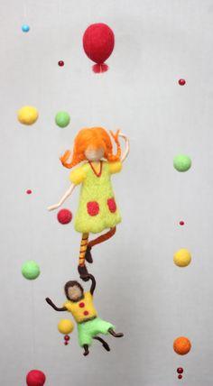 Kinder Mobile Pippi Langstrumpf mit Affen Herrn von UniqueWoolGifts