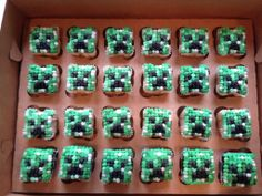 Square Mindcraft Creeper Cupcakes Boy Birthday Parties, Baby Shower Parties, Theme Parties, Birthday Cakes, Birthday Ideas, Mindcraft Party, Minecraft Cupcakes, Sweet Cupcakes, Birthday Decorations
