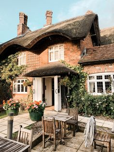 North Europe, Cottage Homes, Cottage Gardens, Cultural Architecture, Voyage Europe, Downton Abbey, Travel Inspiration, Gazebo, Exterior