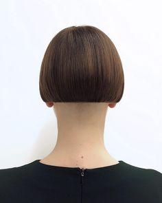 Image may contain: one or more people and closeup Short Bob Cuts, Short Bob Haircuts, Short Hair Cuts For Women, Bob Hairstyles, Shaved Bob, Shaved Nape, Medium Hair Cuts, Medium Hair Styles, Short Hair Styles