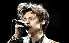Mature Harry Styles One Shots - Love Game (part Harry Styles Gif, Harry Styles Pictures, Harry Edward Styles, Grupo One Direction, Larry, Harry 1d, Harry Styles Wallpaper, Mr Style, Family Show