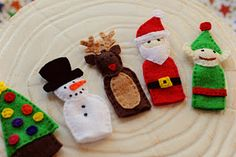 Holiday finger puppet patterns. Sounds like a fun homeschool project for next year!