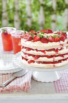 Easter Cakes: Fresh Strawberry Meringue Cake Recipe