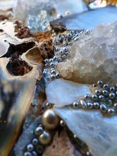 Amberland 100 x 80 cm Marie-Laure Bourbon Mosaic Mosaic Rocks, Stone Mosaic, Mosaic Glass, Glass Art, Resin Sculpture, Resin Art, Mosaic Art Projects, Fabric Textures, Yard Art
