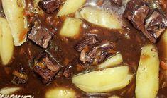 Boeuf Bourguignon 1 kg de bœuf à braiser (jumeau, collier, macreuse) 2 carottes 1 oignon 30 g de farine 2 cubes de bouillon de bœuf ou 40 g de fond de veau 1 bouteille de vin de bourgogne Une barquette de lardons fumés Du thym et du laurier Sel, poivre...