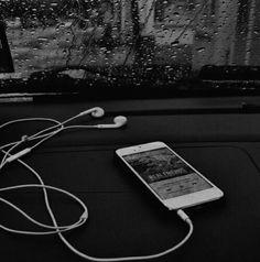 Sin vida no soy nada para ti amigos 🍃😆 . Black Aesthetic Wallpaper, Night Aesthetic, Black And White Aesthetic, Aesthetic Colors, Aesthetic Images, Aesthetic Backgrounds, Aesthetic Wallpapers, Black And White Picture Wall, Black And White Pictures