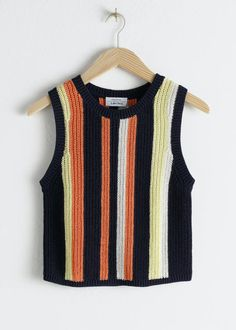 Strikvesten: Shop 2019's store trend | costume.dk 70s Outfits, Tank Top Outfits, Fashion Outfits, Fandom Outfits, Crochet Tank, Knitted Tank Top, Crochet Vests, Fashion Story, Girl Fashion