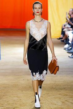 Sfilata Céline Parigi - Collezioni Primavera Estate 2016 - Vogue