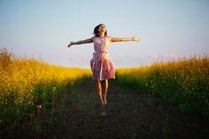 ¿Te gustaría ser más feliz durante el día? ¿Te sientes insatisfecho a lo largo de tu jornada contigo mismo? Anímate a poner en práctica estos 10 pasos.