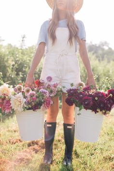 Have you ever dreamed of becoming a flower farmer? Julia Engel takes you to Flourish Flower Farm, a beautiful flower farm, in Asheville, North Carolina. Cut Flower Garden, Cut Garden, Flower Gardening, Starting A Vegetable Garden, Flower Farmer, Gal Meets Glam, Gardening For Beginners, Gardening Hacks, Gardening Shoes