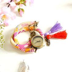 Montre bracelet double-tour beige et rose biais japonais, cadran vintage et pompons. : Montre par mes-tites-lilis
