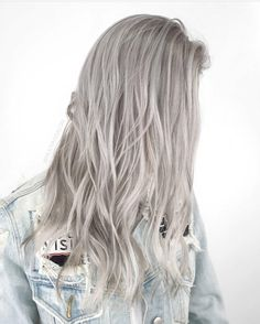 "56 Me gusta, 2 comentarios - Hair | Lashes | Brows | ++ (@mijuvansalon) en Instagram: ""Still ashy even after a month's worth of fade and regrowth. Hair: @mijuvansalon"""