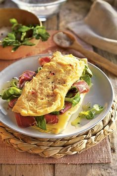 This site contains information about desayuno saludable recetas Easy Healthy Breakfast, Breakfast Recipes, Dinner Recipes, Healthy Habbits, Gym Food, Super Healthy Recipes, Burger, Light Recipes, Easy Meals