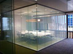Privacy Glass - Tecnologia utilizada nos vidros das salas privadas do Mendacium.