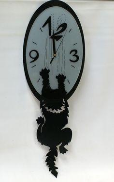 """Оригинальные настенные часы """"Наглая кошка"""" 35 х 58 х 5 см.  Артикул: ЧО-3  Цена: 1560.00 руб. за (шт.)"""