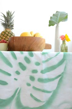 How to: Make a DIY Tropical Leaf Tablecloth » Curbly | DIY Design & Decor