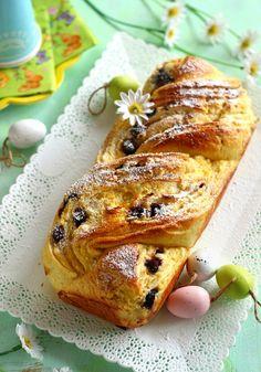 Juditka konyhája: ~ TÚRÓS - ÁFONYÁS KALÁCS ~ Hungarian Desserts, Hungarian Recipes, Croissant Bread, Cake Recipes, Dessert Recipes, Bread Dough Recipe, Cooking Recipes, Healthy Recipes, Creative Cakes