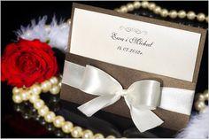Piękne nowe zaproszenia ślubne perłowe. Wkładka i okładka zrobiona z metalizowanego papieru, całość przewiązana szeroką, piękną, satynową wstążką. Nadruk laserowy!