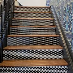 12 Sleek Ways to Use Penny Tile All Over Your House : Penny tiles have a retro vibe, but they can be used in ways that minimize the look, such as on a shower floor or as kitchen backsplash tile. Stairs Tiles Design, Tile Stairs, Tile Design, Basement Stairs, Penny Tile Floors, Kitchen Floor Tiles, Shower Floor, Home Reno, Basement Remodeling