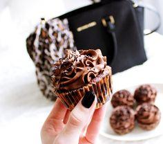 Fashion Frosting-blog SUKLAAKUPPIKAKUT! #chocolate #cupcakes #leopard http://lindapiiparinen.blogspot.fi/2015/09/suklaakuppikakut.html